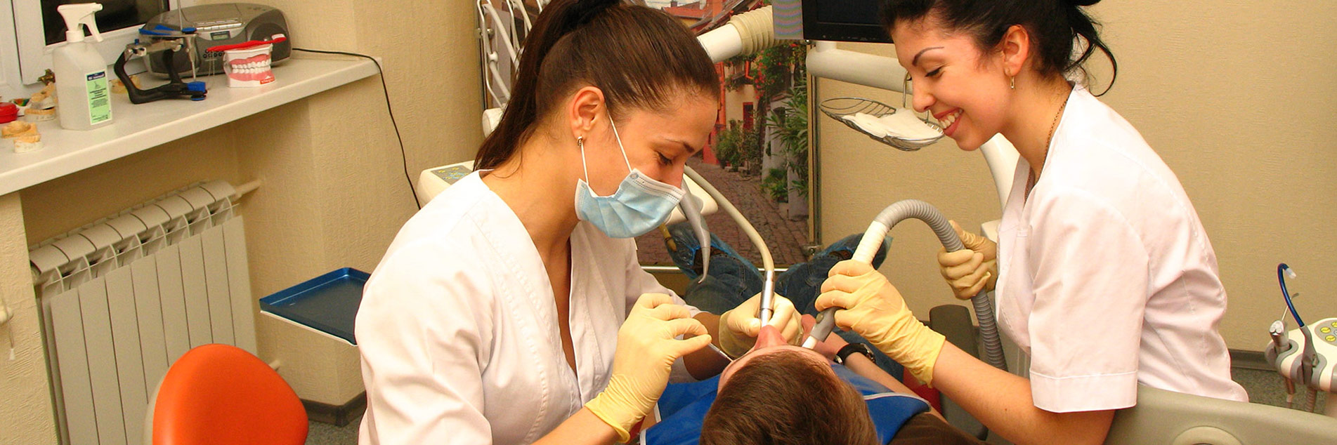 Фото работы врачей с стоматологии ЦКС Харьков