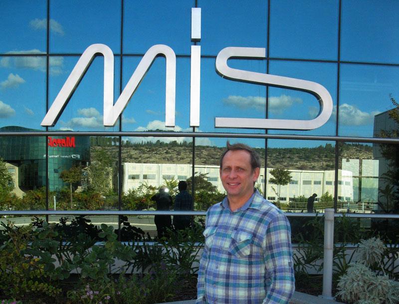 Завод зубных имплантов MIS фото