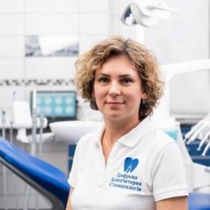 Гиря Юлия Игоревна  стоматолог-терапевт  ЦКС Харьков
